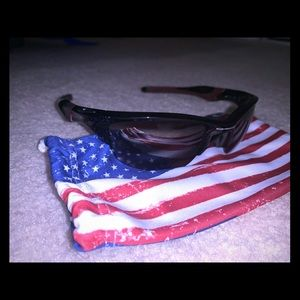 *NEVER WORN* Women's Oakley sunglasses with cover